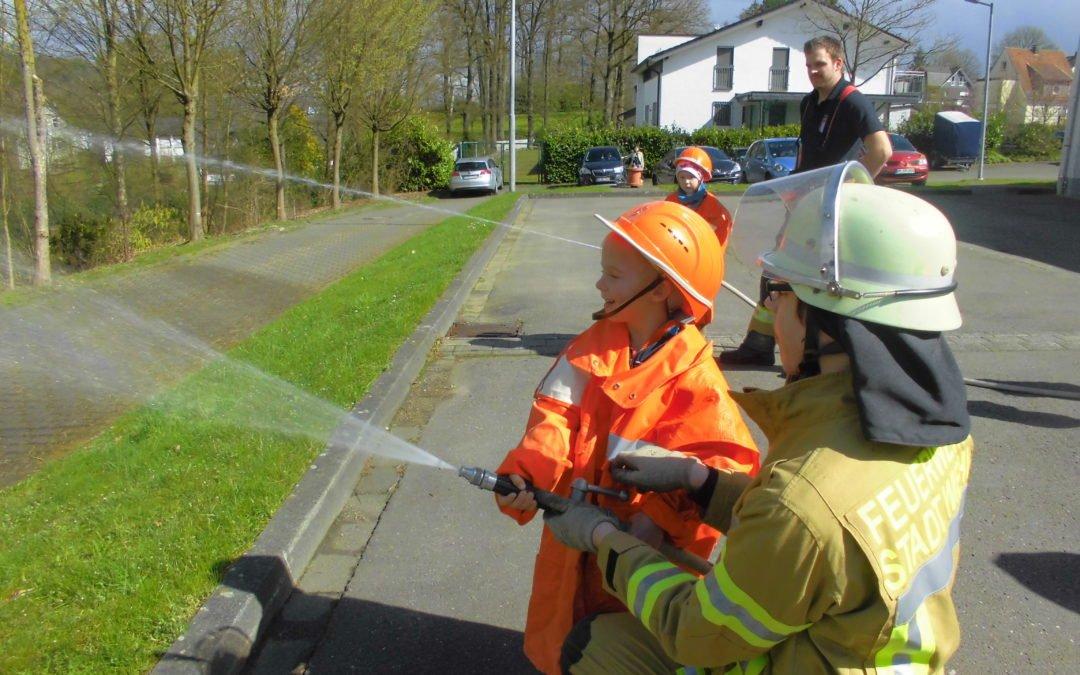 Die Vorschulkinder bei der Feuerwehr