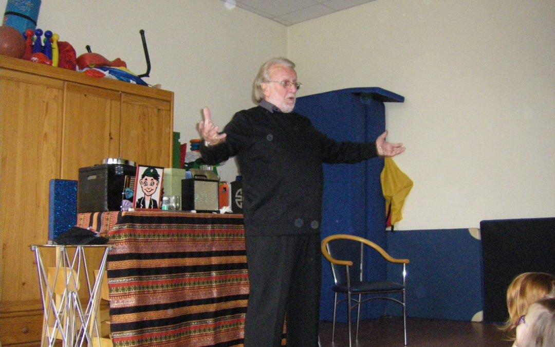 Zaubervorführung mit dem Zauberpädagogen Fred Bossie