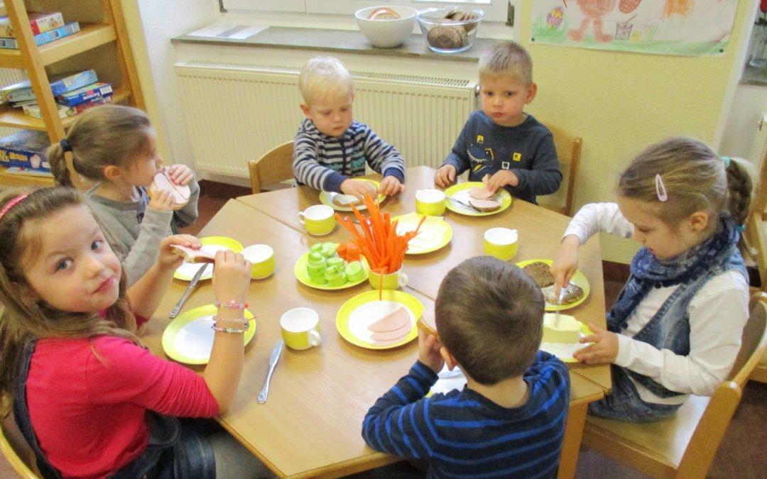 Mitbestimmung von klein auf – ein Frühstück in der städtischen Kita Weiershagen