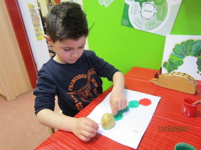 Kinder spielen für Kinder Theater – Frühling in der städtischen Kita Weiershagen