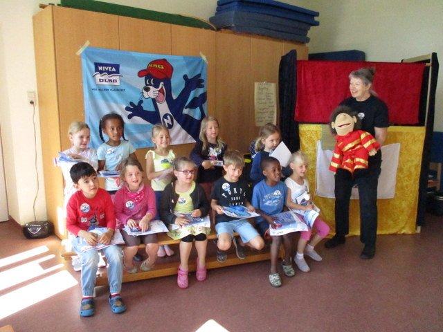 Die DLRG aus Nümbrecht zu Besuch bei den Vorschulkindern